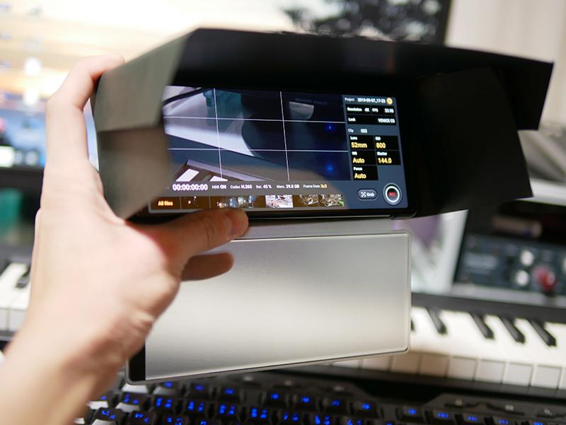 【DIY】屋外でスマホカメラの画面が見えない!スマホ用シェードを制作【100均】